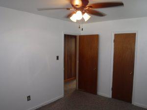 10 X 13 Owner S Bedroom With Ceiling Fan Closet And Door