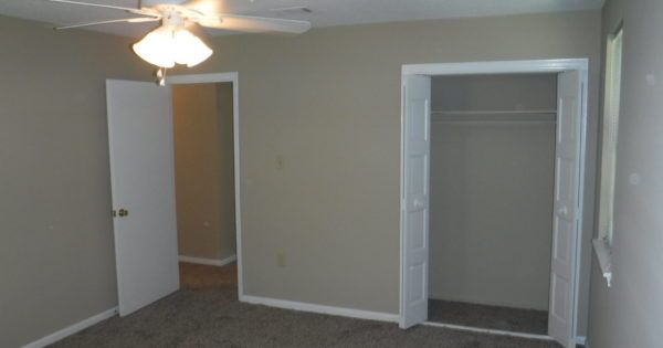 12 X 15 Owner S Bedroom With New Ceiling Fan Large Closet