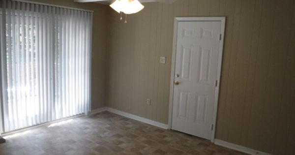 11 X 15 Dining Room With New Ceiling Fan New Flooring And