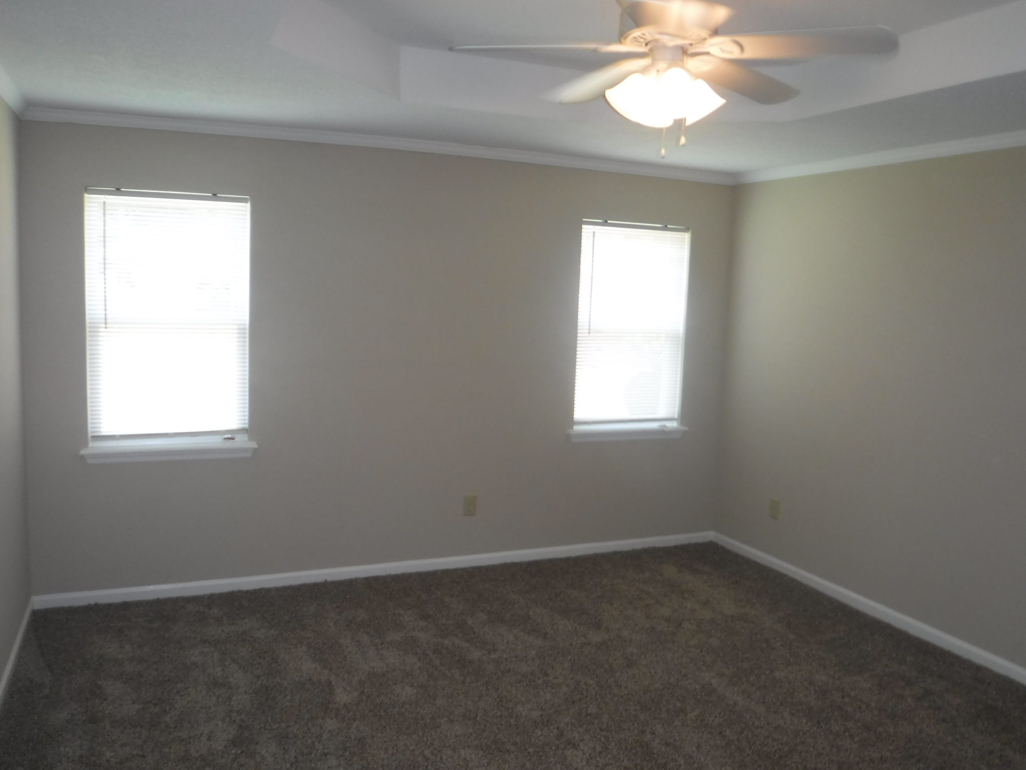 13 X 15 Owner S Bedroom With Trey Ceiling New Ceiling Fan