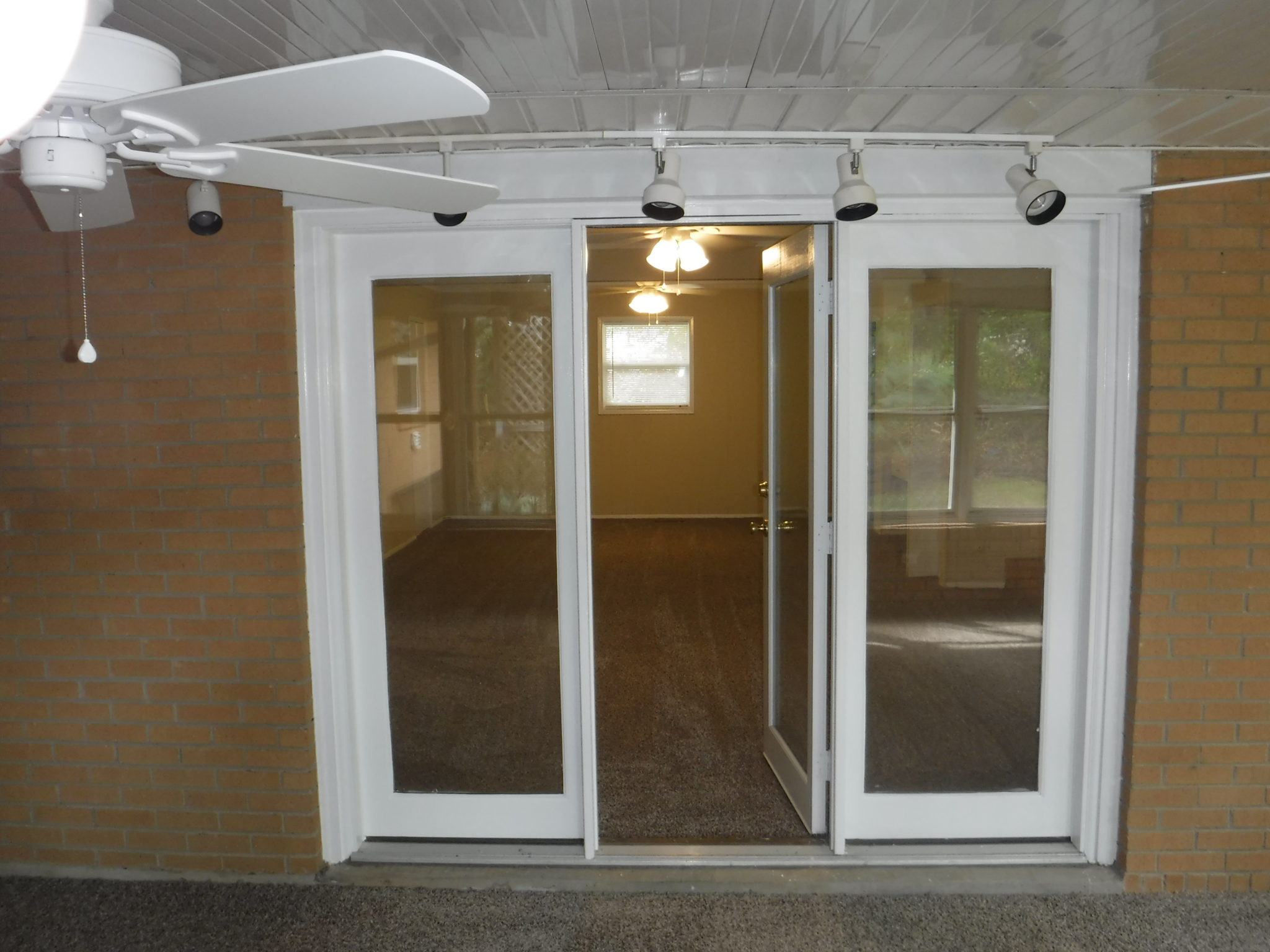 12 X 18 Sunroom With Door To 18 X 24 Family Room Veteran S Realty