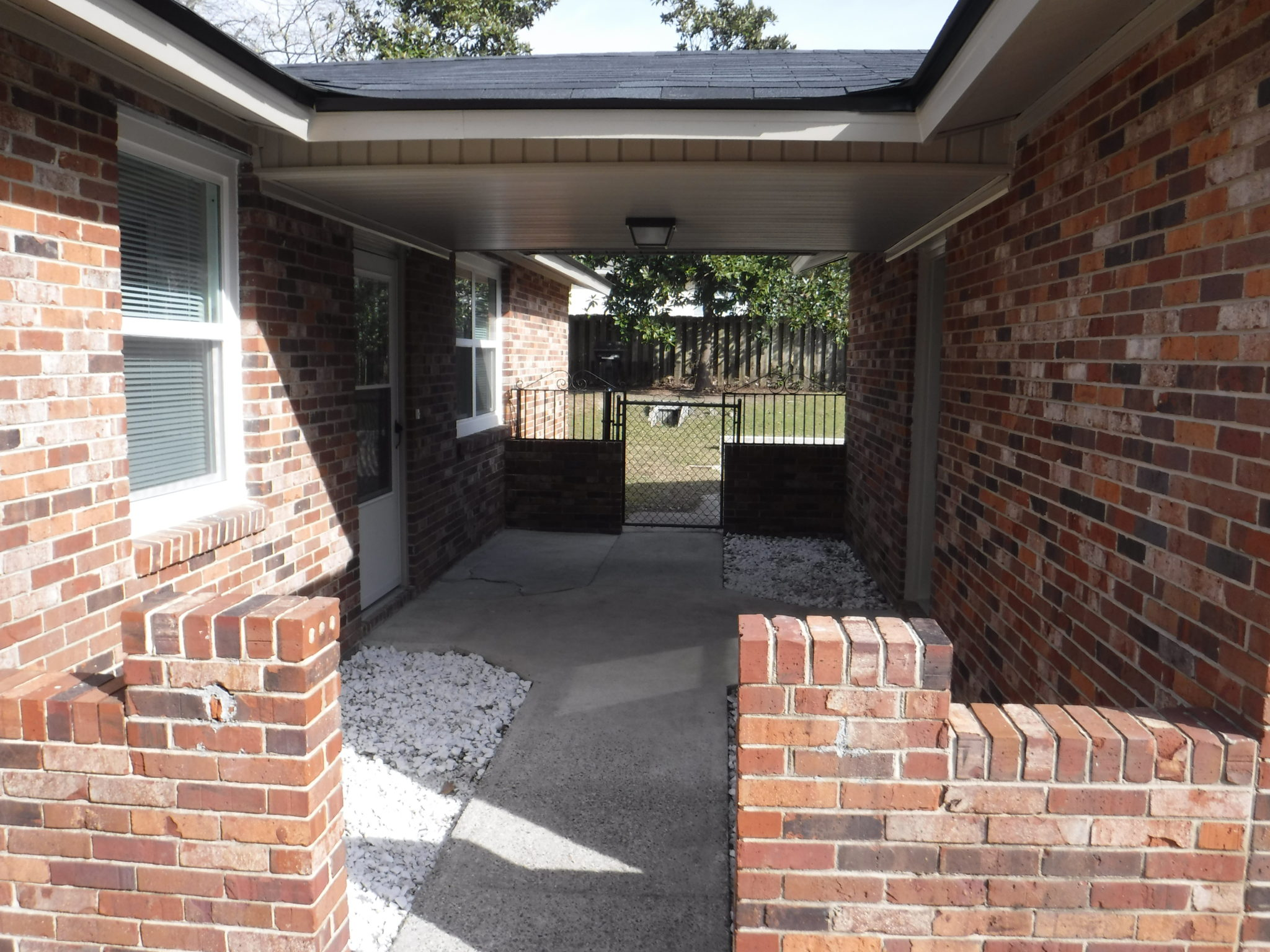 Covered Breezeway Between Oversized Garage And House Veteran S Realty Of Augusta