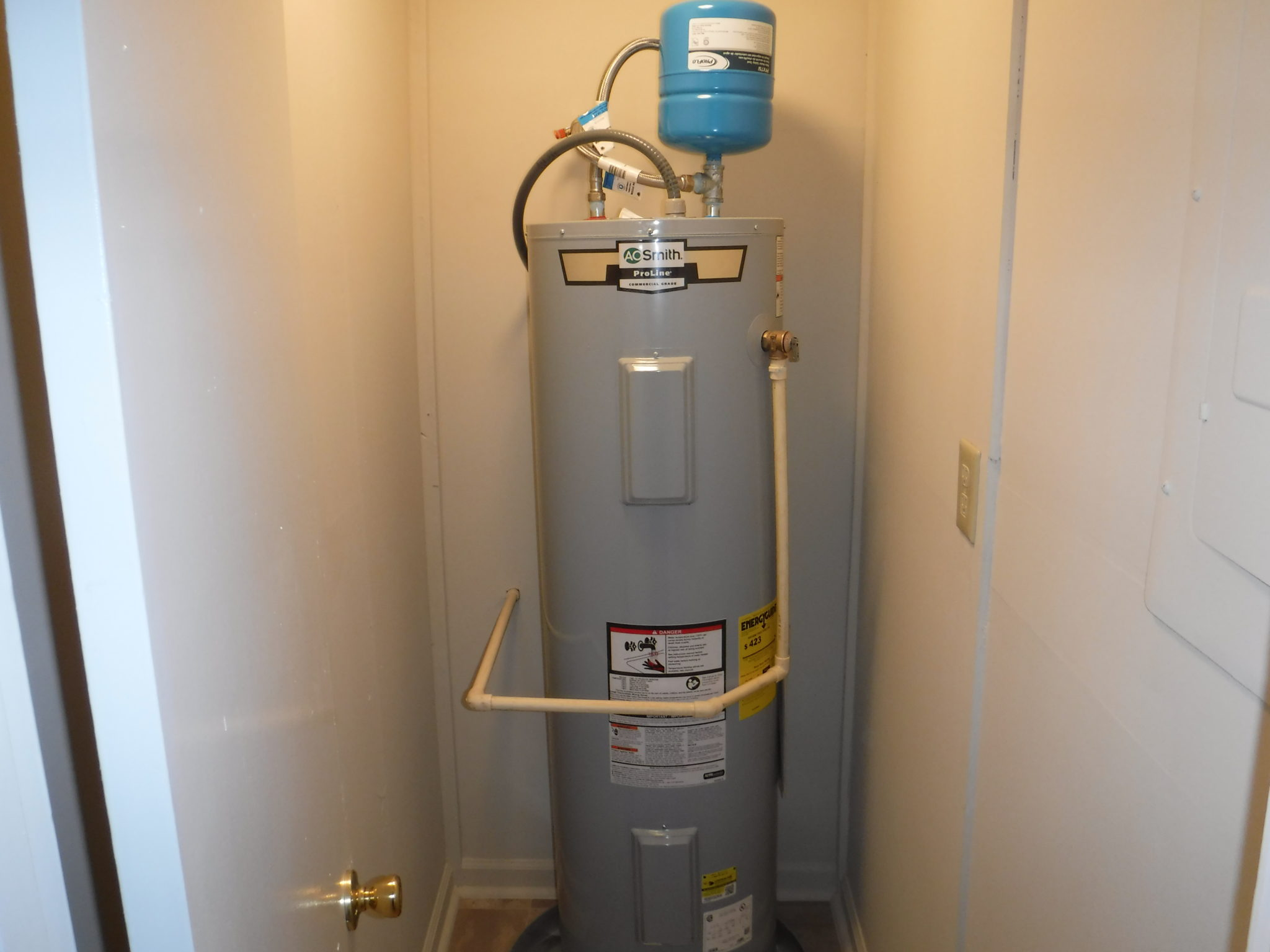 Electric Hot Water Heater >> New 40 Gallon Electric Hot Water Heater And Closet Veteran S
